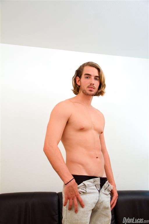 Dylan-Lucas-Alexander-Drake-Surfer-With-Shaved-Cock-Jerking-Off-Amateur-Gay-Porn-01.jpg