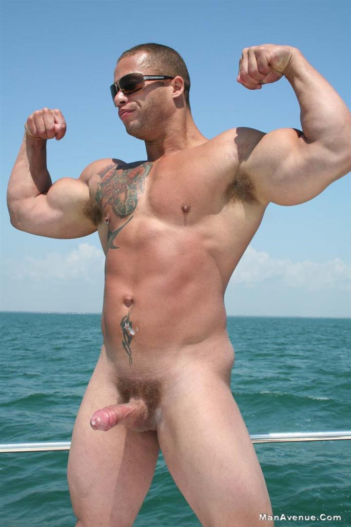 Ripped Guy Jerks Off And Cums