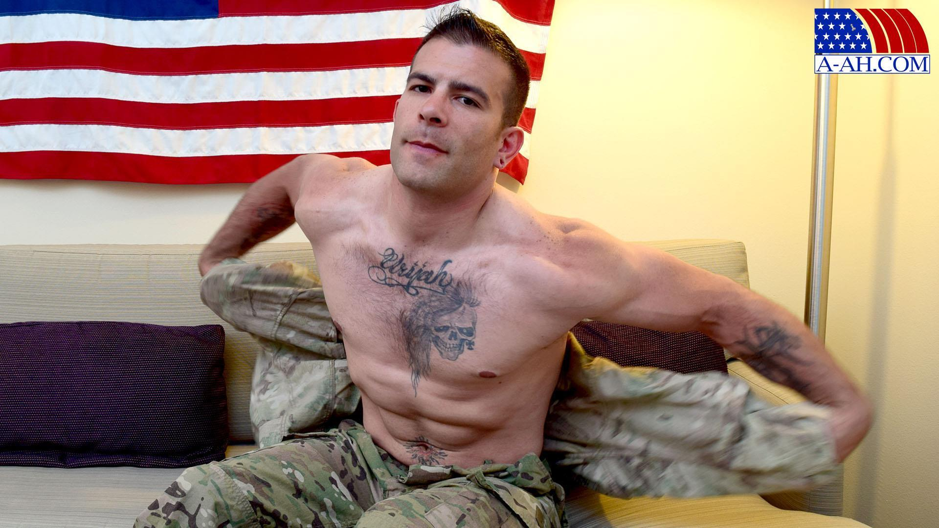 All-American-Heroes-JB-US-Amry-Soldier-Jerking-His-Big-Uncut-Cock-Amateur-Gay-Porn-01.jpg