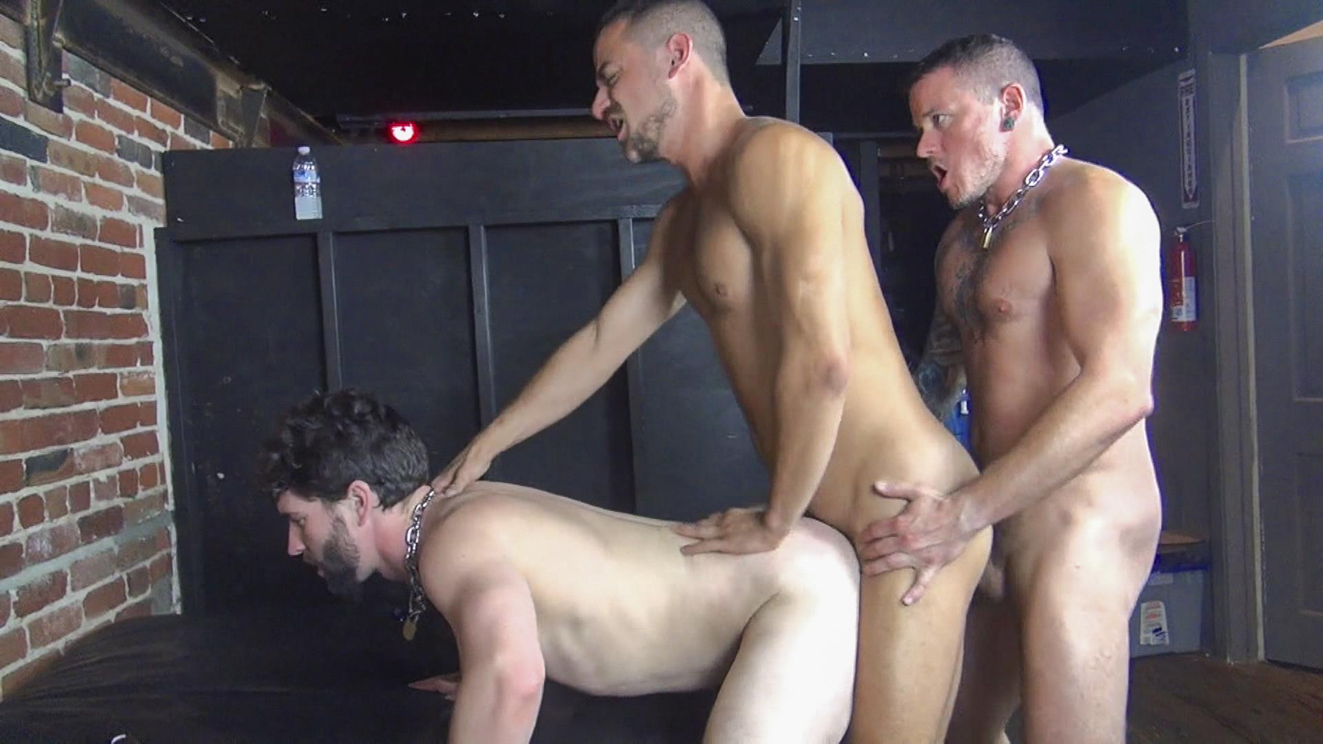 Raw-Fuck-Club-Max-Cameron-and-Jackson-Fillmore-and-Leon-Fox-Bareback-Double-Penetration-Amateur-Gay-Porn-03.jpg